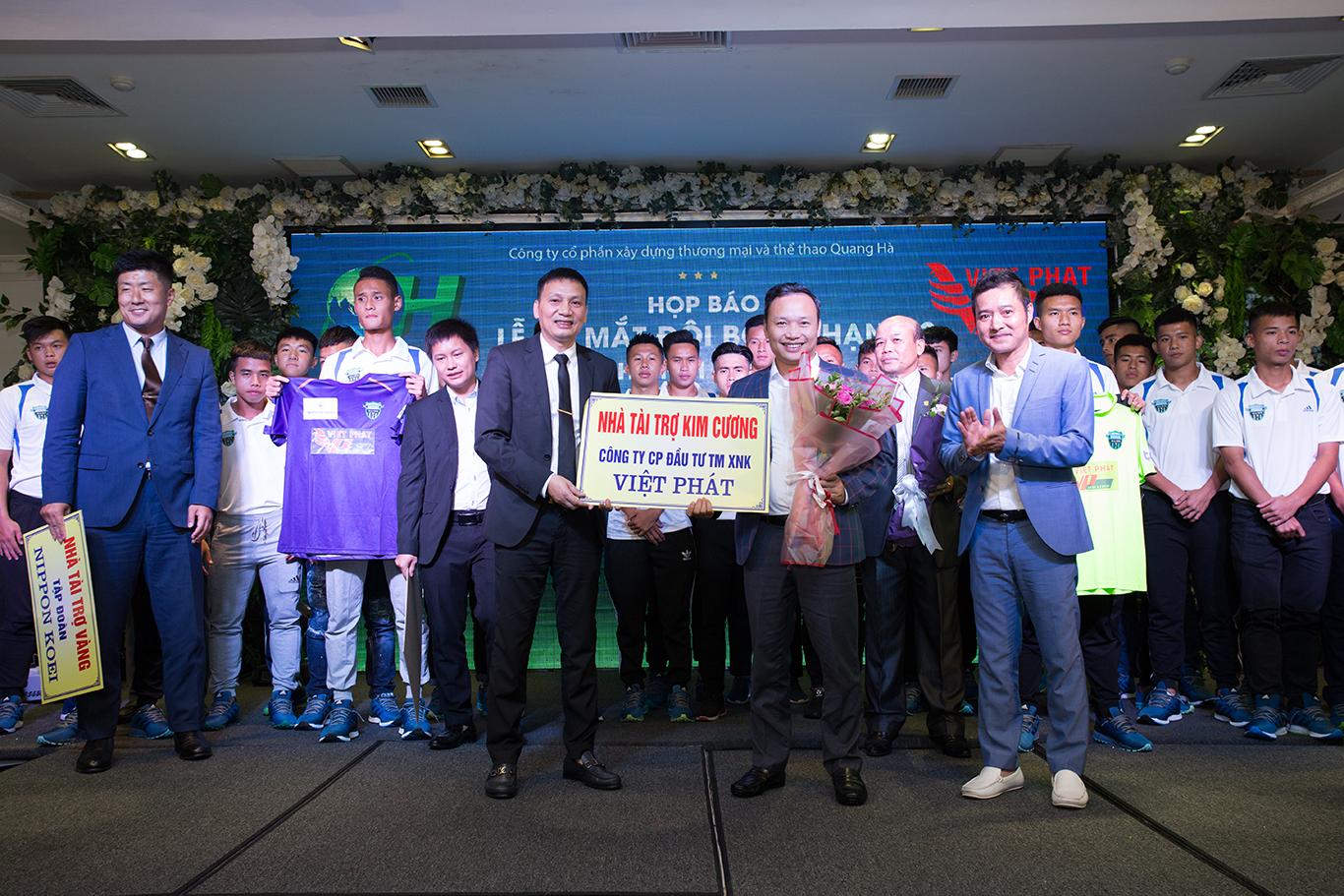 Việt Phát tài trợ cho CLB bóng đá Hà Nội Phù Đổng